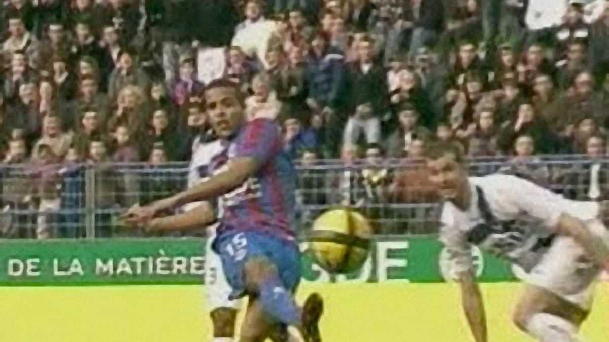 Лушие голы Юссефа Эль-Араби сезона 2010/11