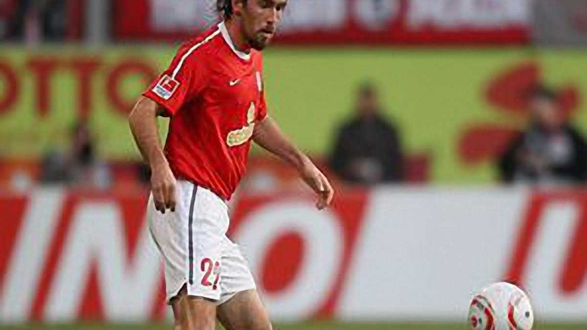 Обираємо найкращого лівого захисника Бундесліги сезону 2010/11