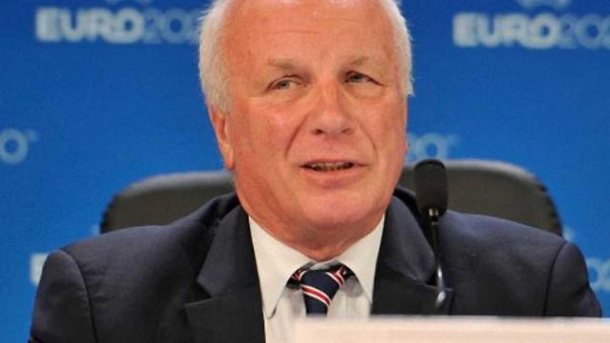 Глава Футбольной ассоциации Англии: Блаттер должен подать в отставку