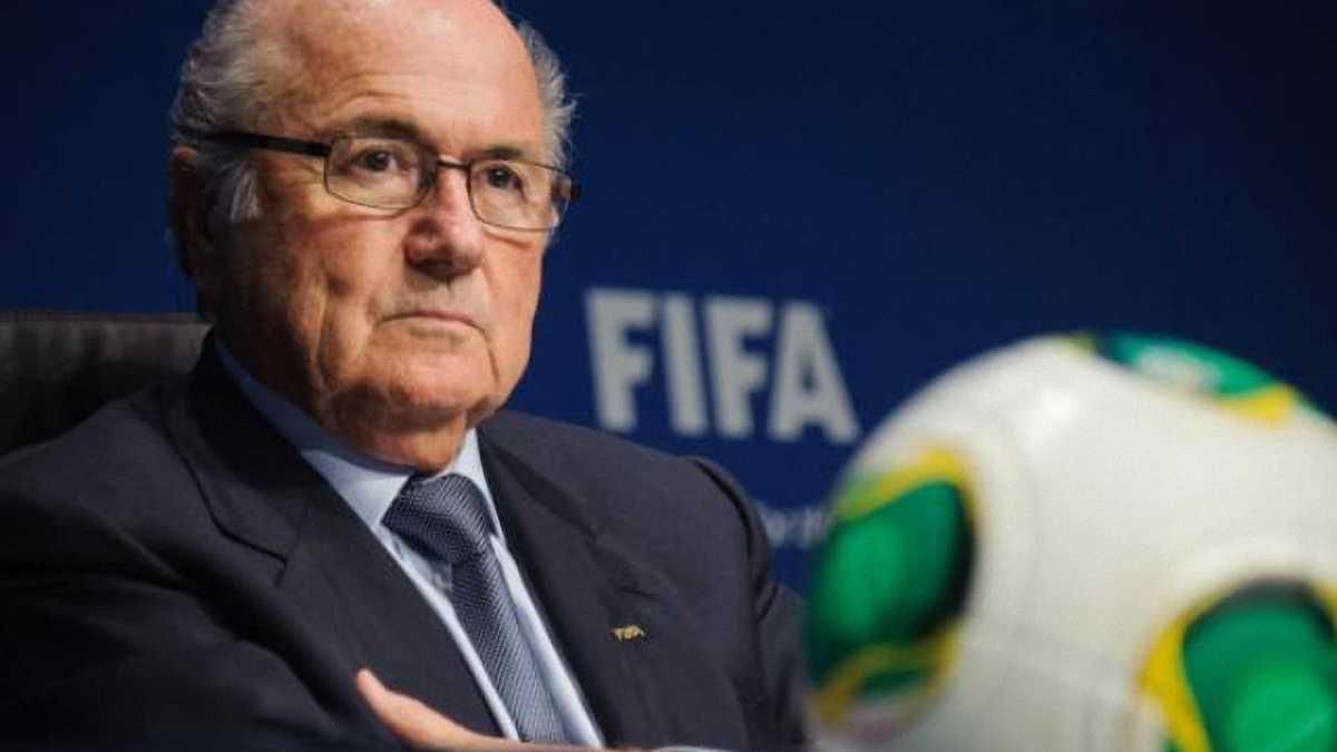 Блаттер: ФІФА потрібні жінки