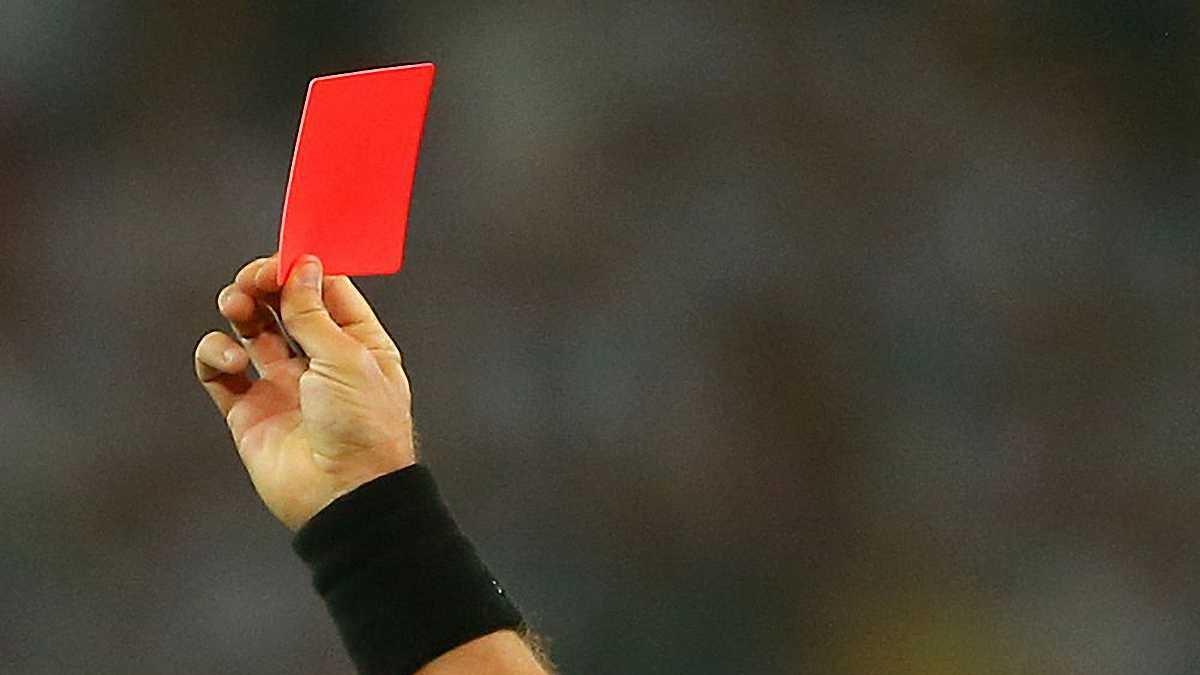 У Радехові футболіст зламав щелепу судді