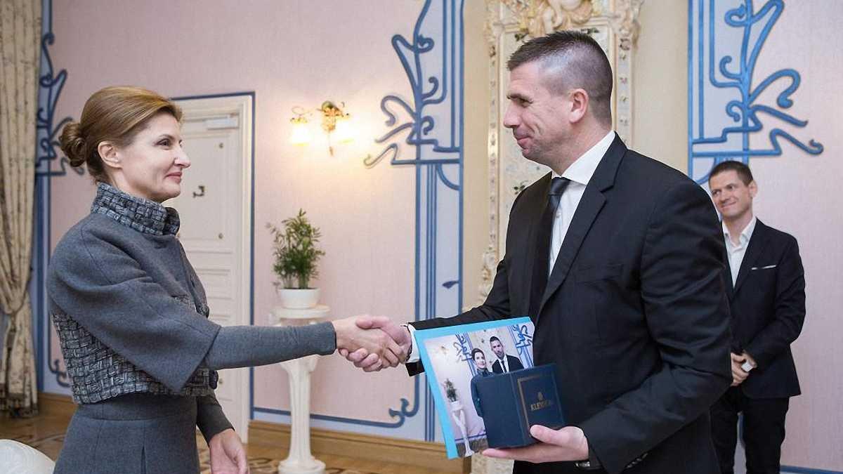 Дружина Порошенка подякувала Пірічу за допомогу дітям із зони АТО (ФОТО)