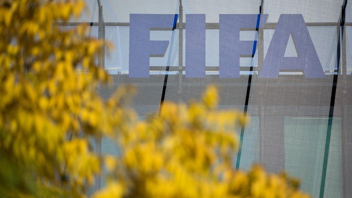 Число сумнівних операцій ФІФА з Росією та Катаром збільшилось до 120