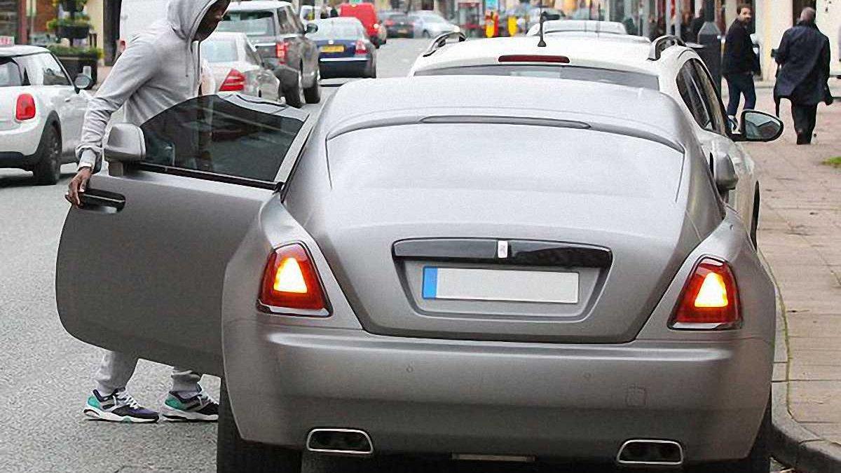 Яя Туре обвинил спидометр своего Porsche в превышении скорости