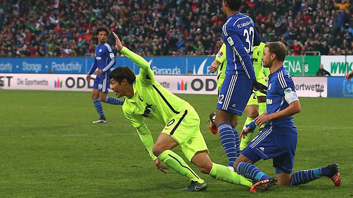 """""""Аугсбург"""" на останній хвилині взяв три очки у матчі з """"Шальке"""""""