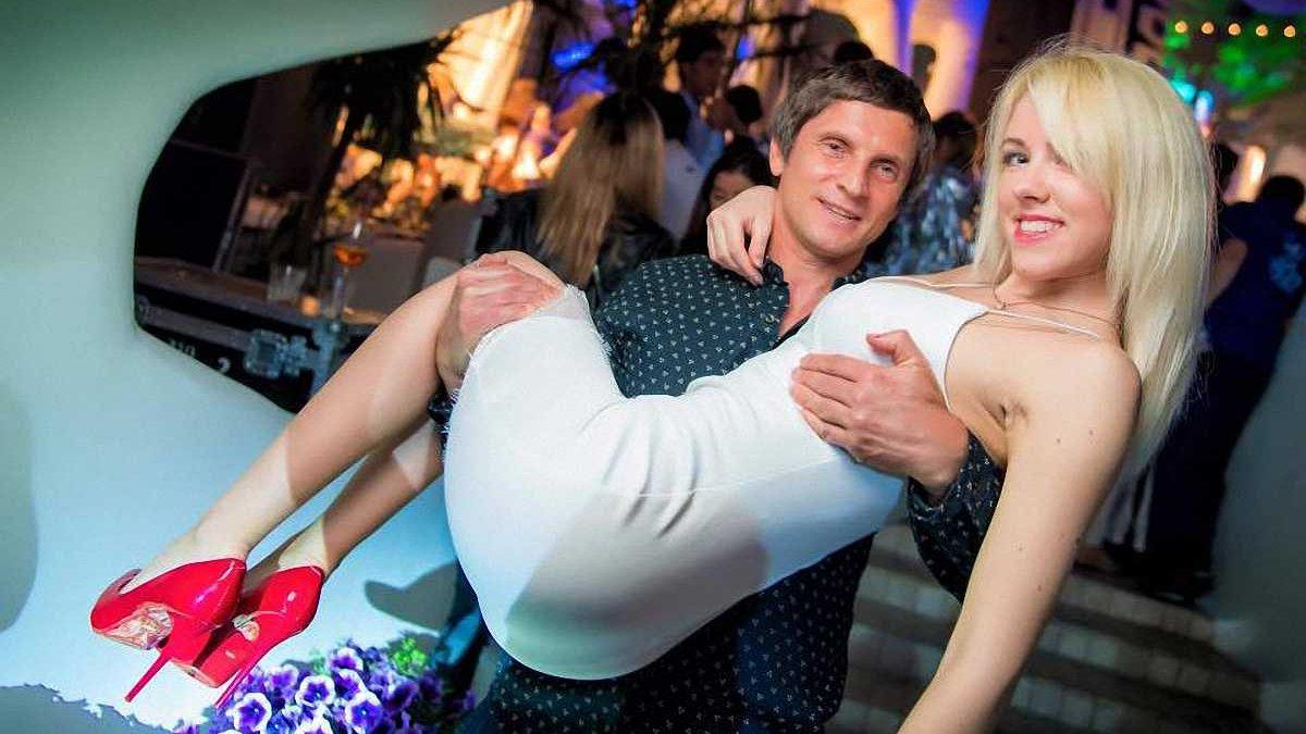 Знаменитый украинский судья женился на уникальной ночной церемонии в присутствии Саакашвили
