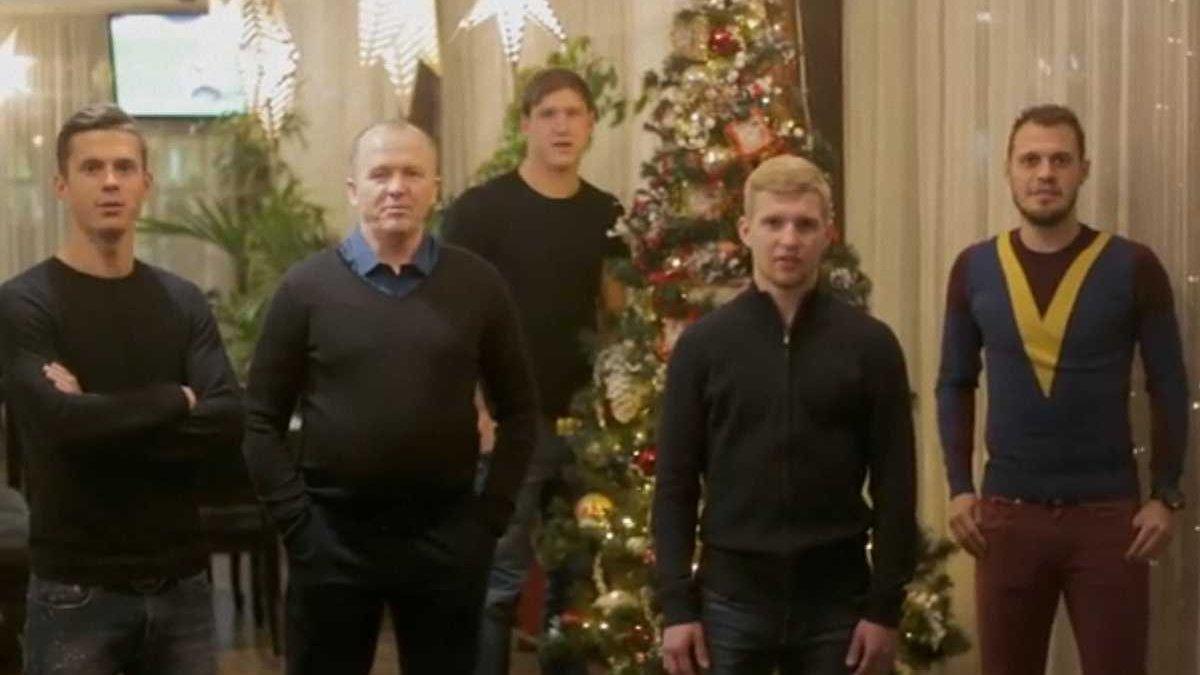 """Дулуб та гравці """"Карпат"""" українською мовою привітали фанатів з Новим роком"""