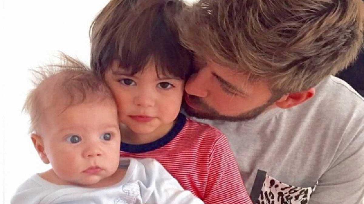 """Как Пике с сыном спел гимн """"Барселоны"""""""