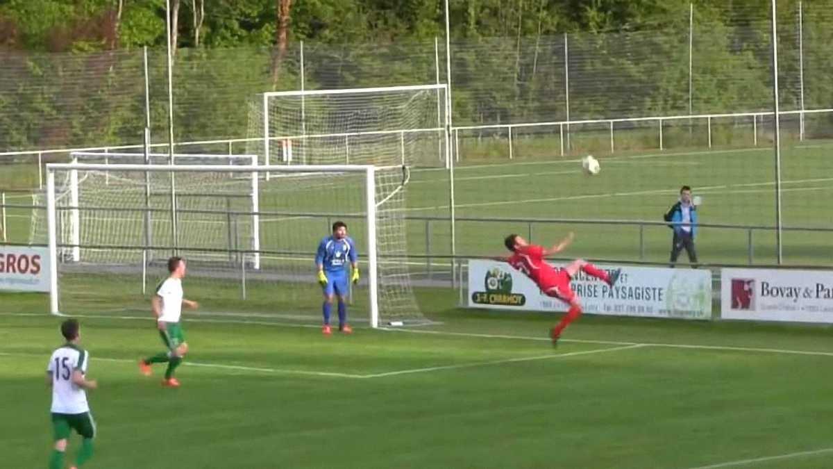 Защитник забил эффектный автогол бисиклетой в Швейцарии