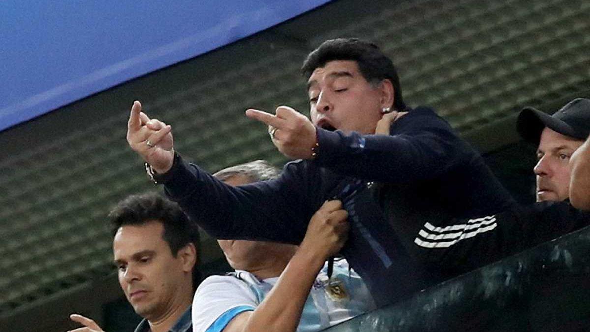 ФІФА припинила співпрацю з Марадоною через його поведінку