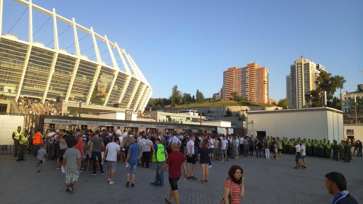 Динамо – Славия: перед матчем возникли огромные очереди у входов на НСК Олимпийский