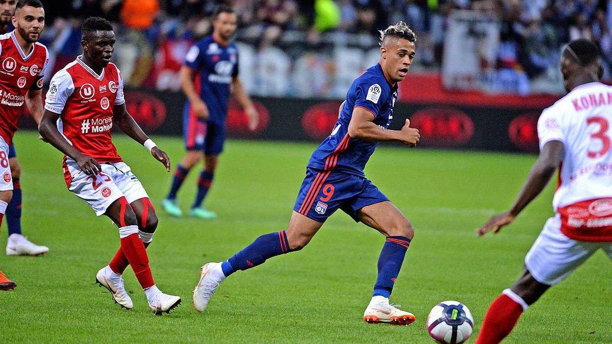 Лига 1: Лион сенсационно проиграл Реймсу