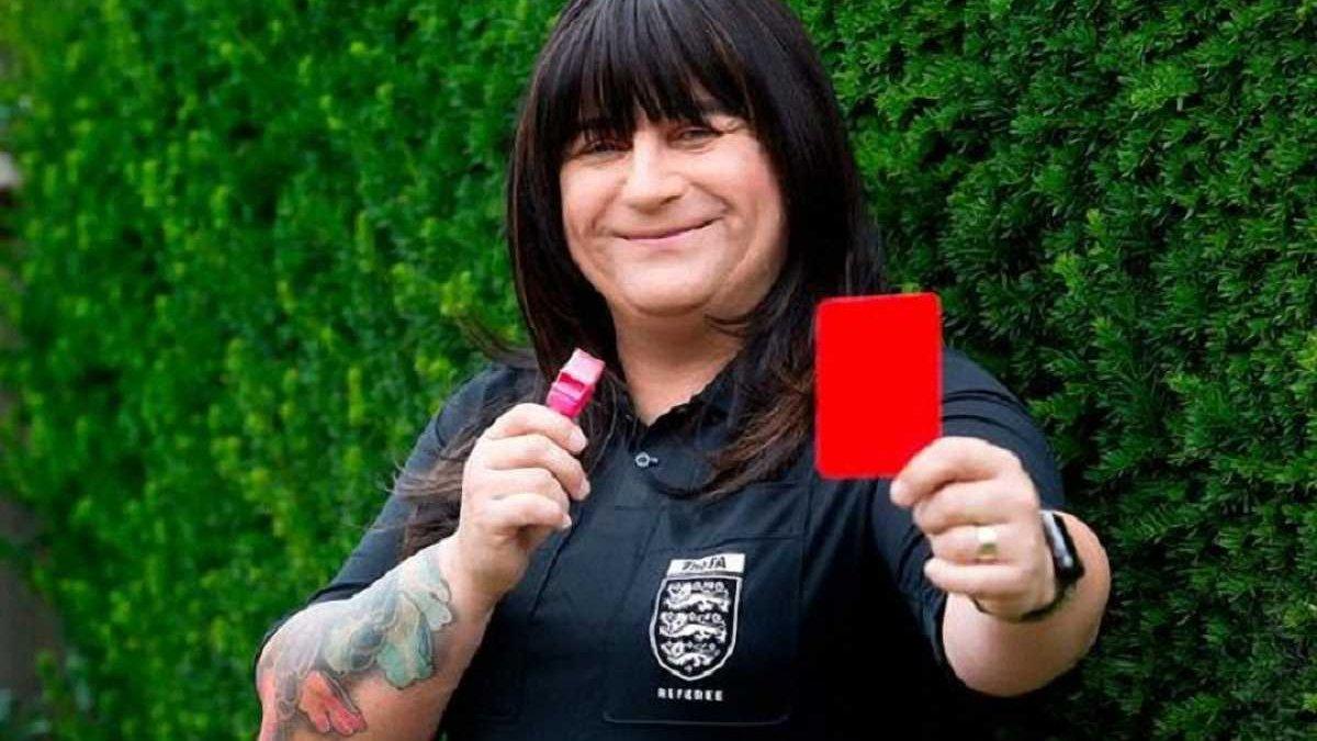 Арбітр-трансгендер вперше в історії відсудив футбольний матч