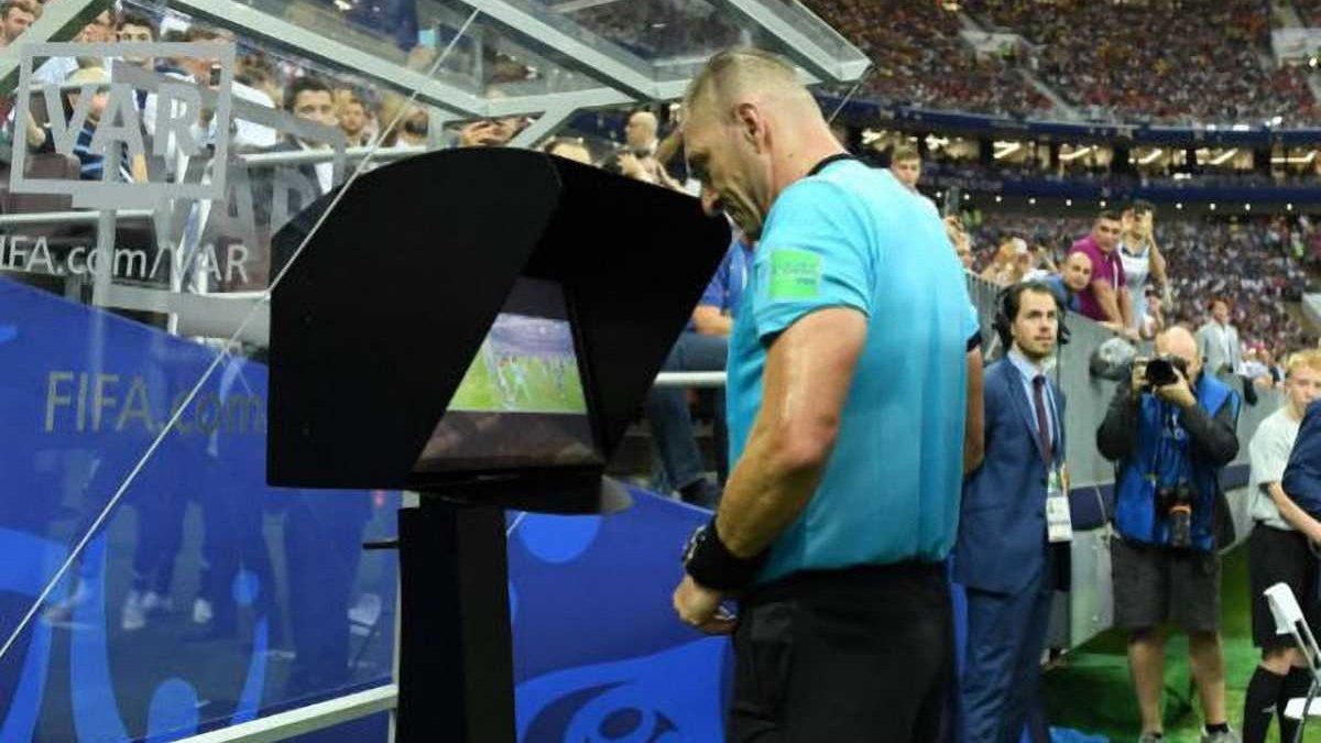 УЕФА может ввести видеоповторы с 1/4 финала Лиги чемпионов 2018/19