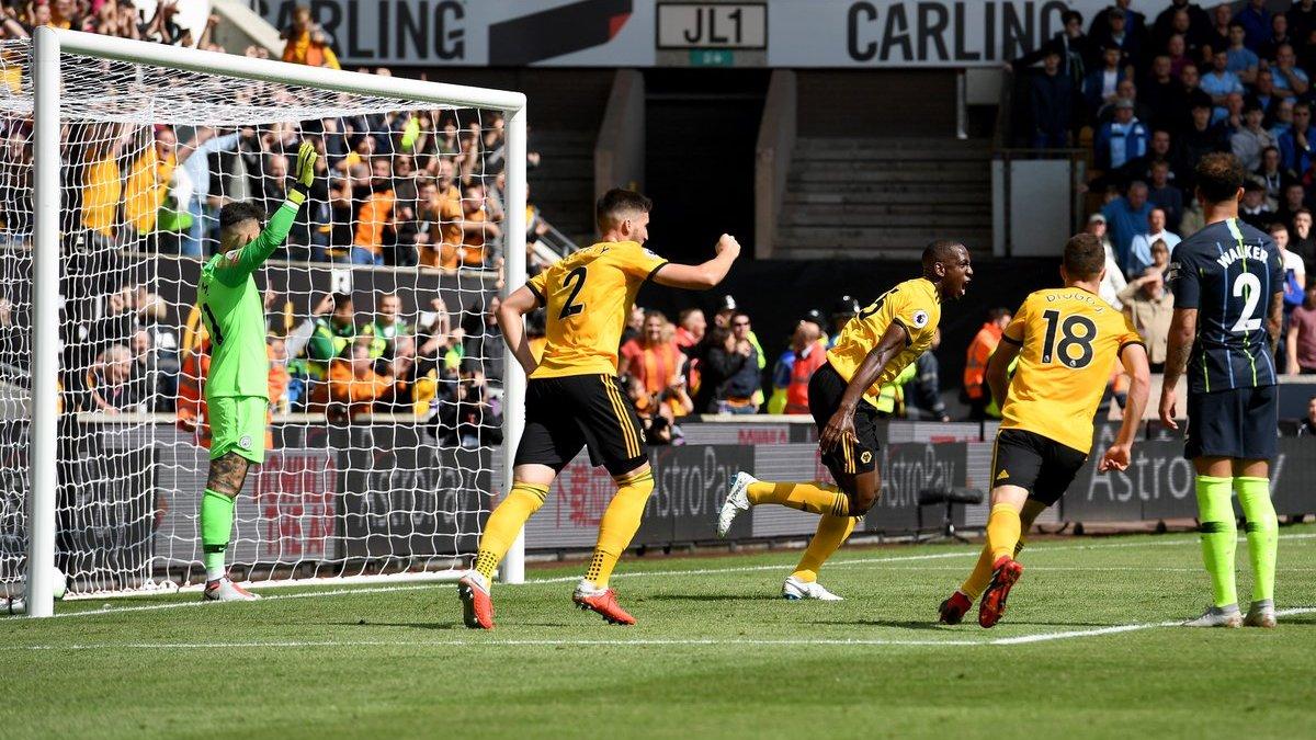 Игрок Вулверхэмптона Боли забил гол рукой в ворота Манчестер Сити