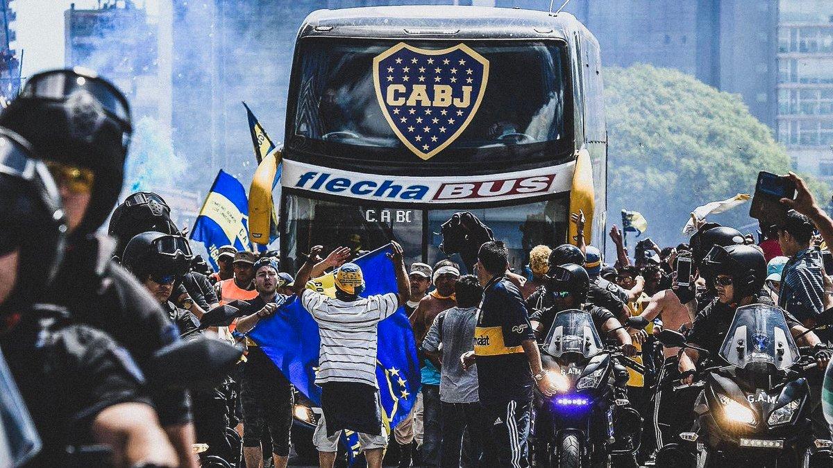 Фанати Рівер Плейта напали на автобус Бока Хуніорс – є постраждалі: фінал Кубка Лібертадорес може не відбутися