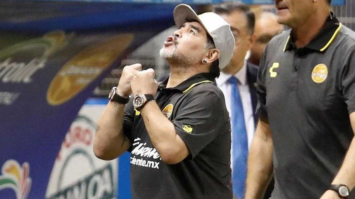 Марадона сконфузився під час інтерв'ю – легенда не зміг зв'язати два слова