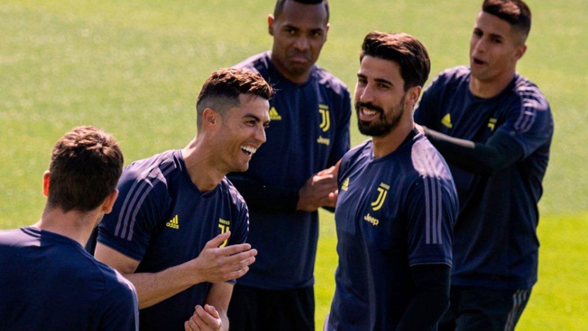 Аякс – Ювентус: туринцы опубликовали заявку на матч 1/4 финала Лиги чемпионов – Роналду в списке