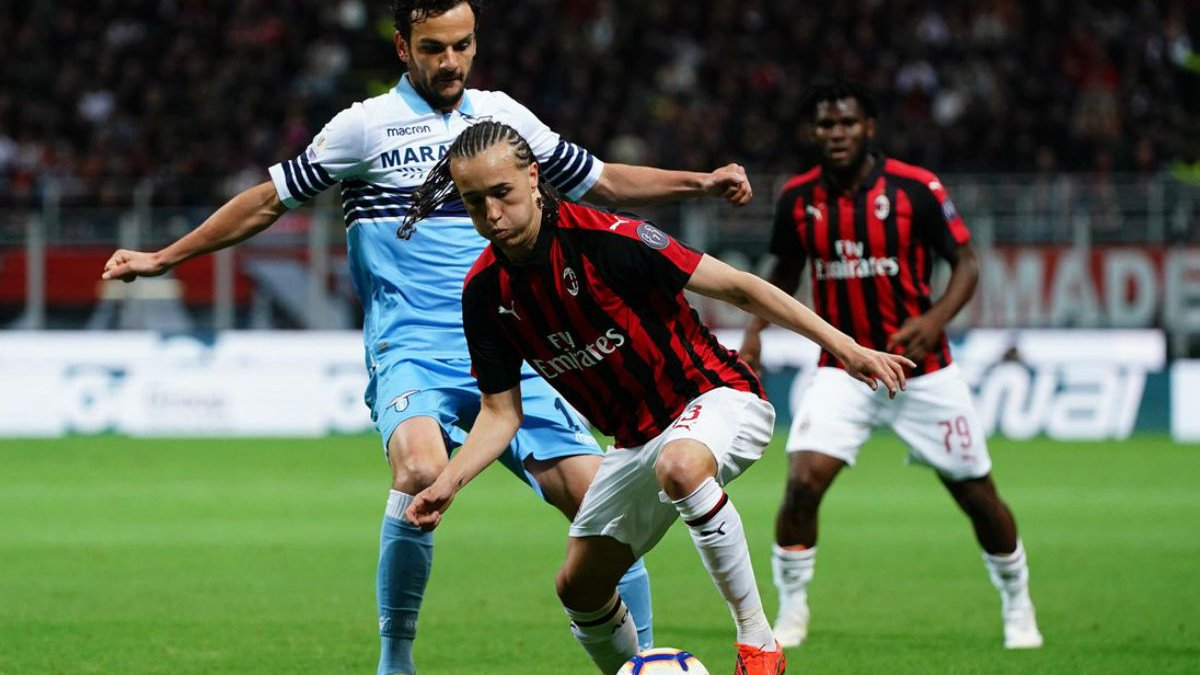 Лацио победил Милан и стал первым финалистом Кубка Италии