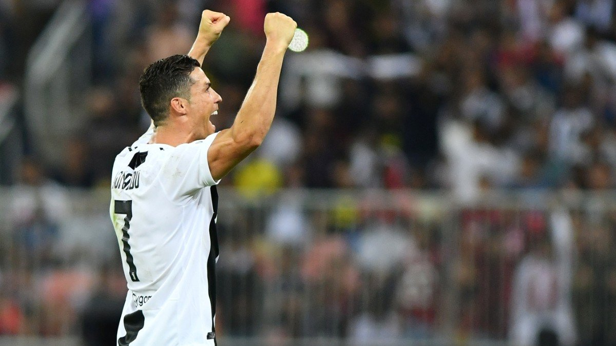 Роналду забил 20 и более голов в чемпионатах 10-й сезон подряд