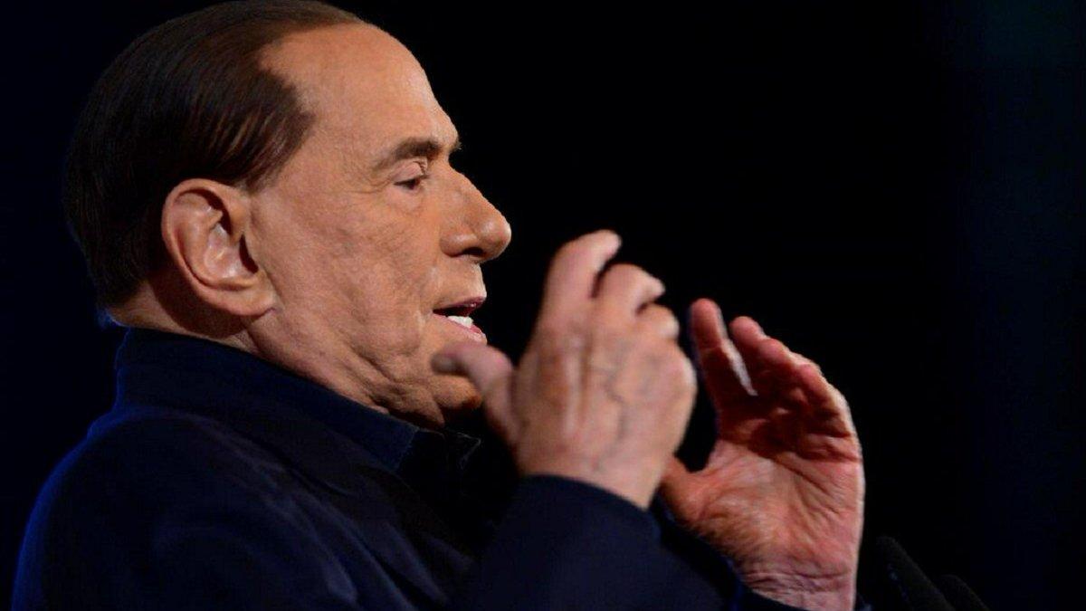 Экс-президент Милана Берлускони был экстренно госпитализирован