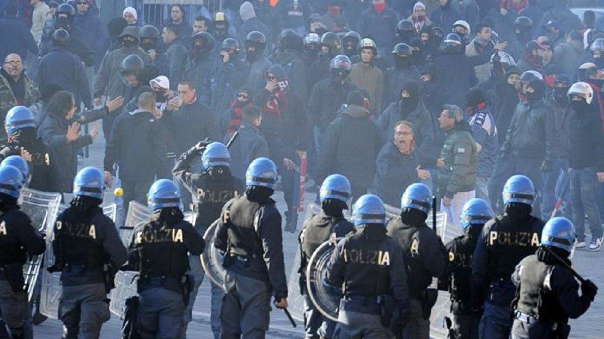 Заворушення перед матчем Аталанта – Лаціо: спалені поліцейські машини, сльозогінний газ та розлючений Сініша Міхайловіч