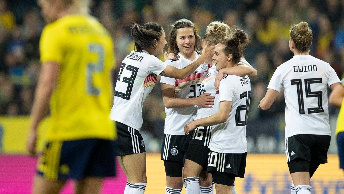 """""""У нас немає яєць, але ми вміємо ними користуватися"""", – гравчині збірної Німеччини запалюють перед ЧС-2019"""