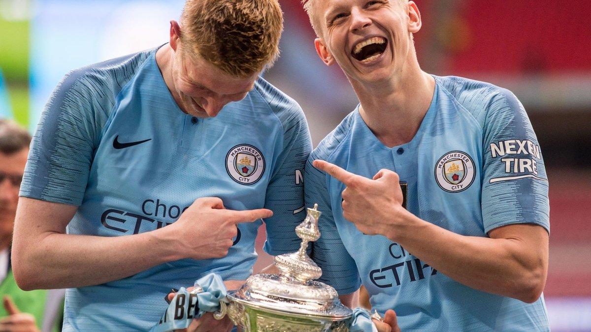 Зінченко у фіналі Кубка Англії: погані оцінки та відсутність критики, іменний автобус для фанів, футболка легенди клубу