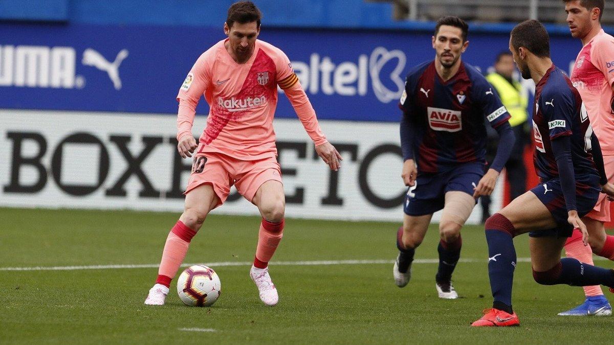 Дубль Месси и фейл Силлессена в видеообзоре матча Эйбар – Барселона – 2:2