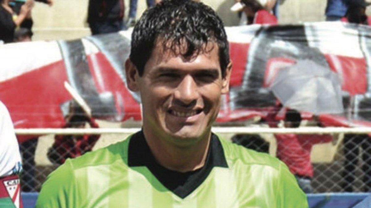 В чемпионате Боливии арбитр умер прямо на поле – видео трагического события