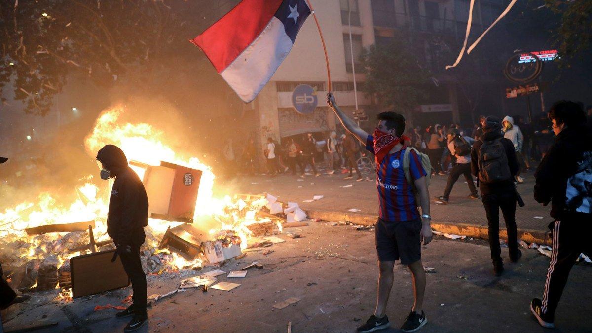 Фінал Копа Лібертадорес перенесений з Чилі до Перу через масові протести, які загрожують безпеці