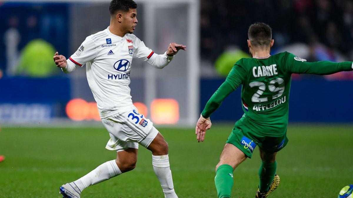 Ліон переміг Сент-Етьєн у дербі, розкішний гол ударом через себе: Ліга 1, неділя