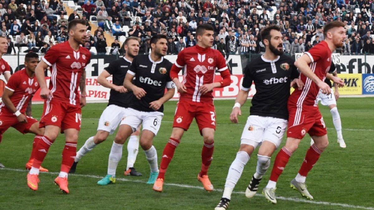 У Болгарії гравець не забив гол з кількох сантиметрів – претендент на найгірший промах в історії футболу