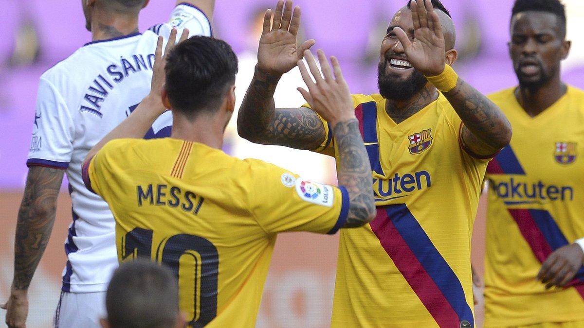 Барселона скромно одолела Вальядолид и продолжила преследование Реала
