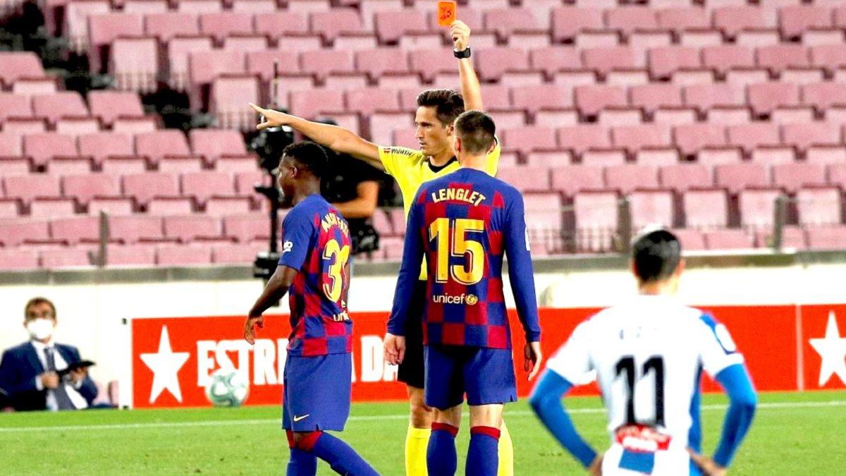 VAR по-испански: арбитр удалил игрока Барселоны, просмотрев фото, а не видео