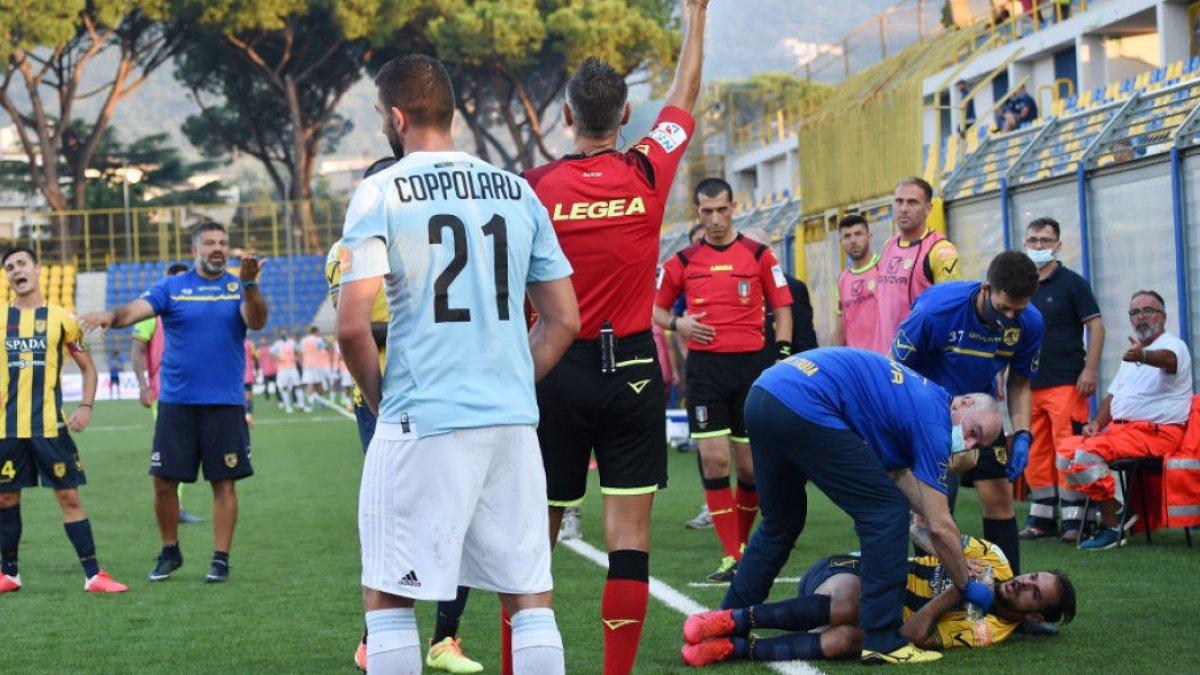У матчі чемпіонату Італії сталася бійка – одного з гравців госпіталізували