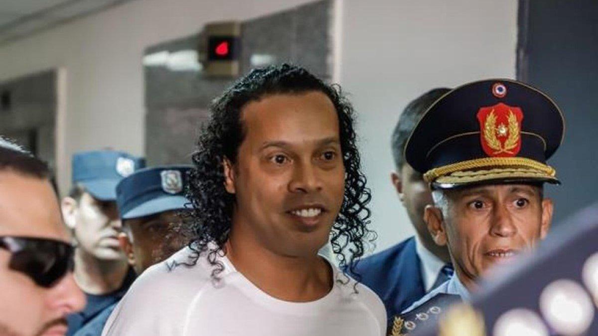 Роналдиньо останется под домашним арестом в Парагвае из-за решения суда