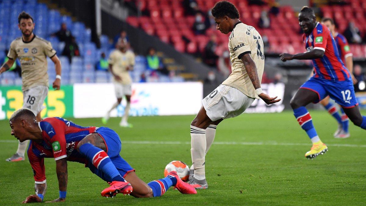 Манчестер Юнайтед не отпустил Лестер в борьбе за зону ЛЧ, Астон Вилла рискует вылететь из АПЛ из-за экс-звезды Арсенала