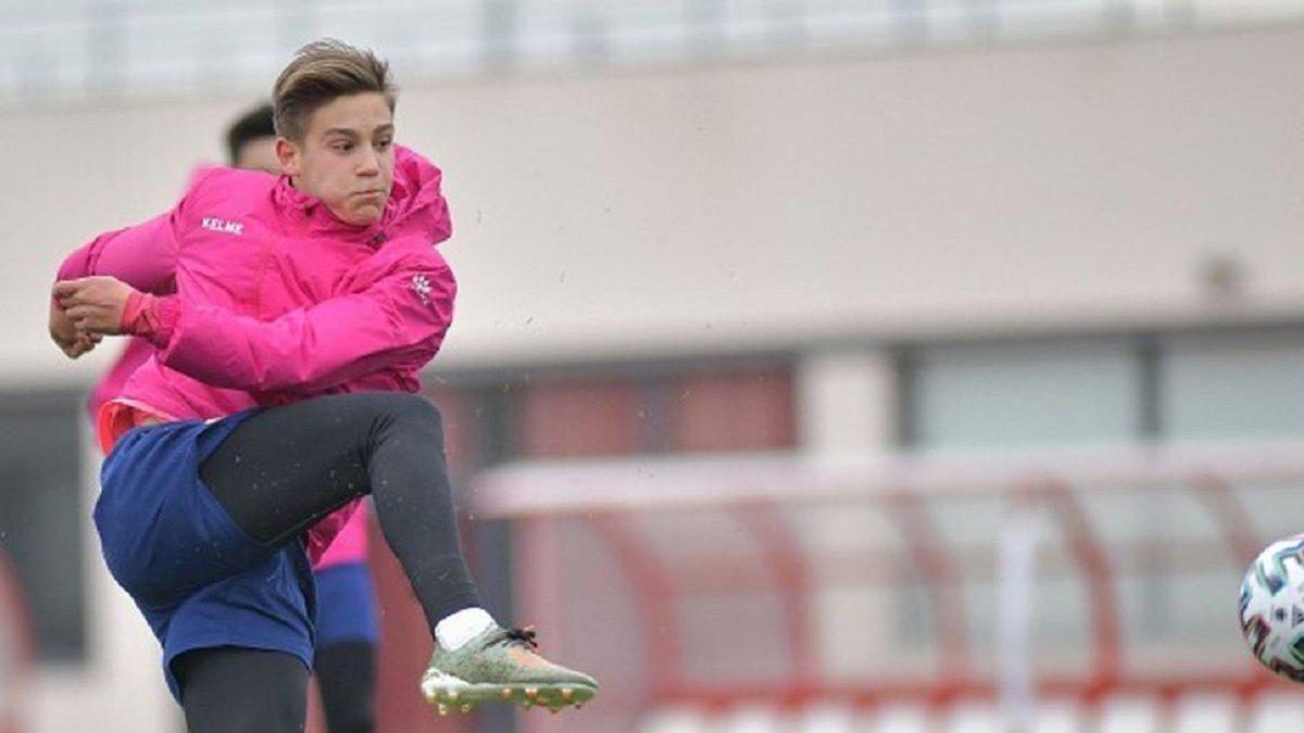 Барселона подписала 16-летнего форварда из Сегунды, которым интересовался Реал