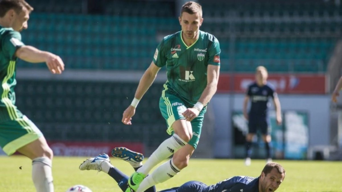 Левадия уступила лидеру чемпионата Эстонии, несмотря на гол Коломойца
