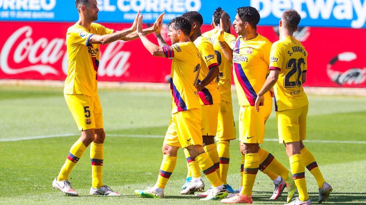 Барселона завершила сезон Ла Лиги разгромом Алавеса