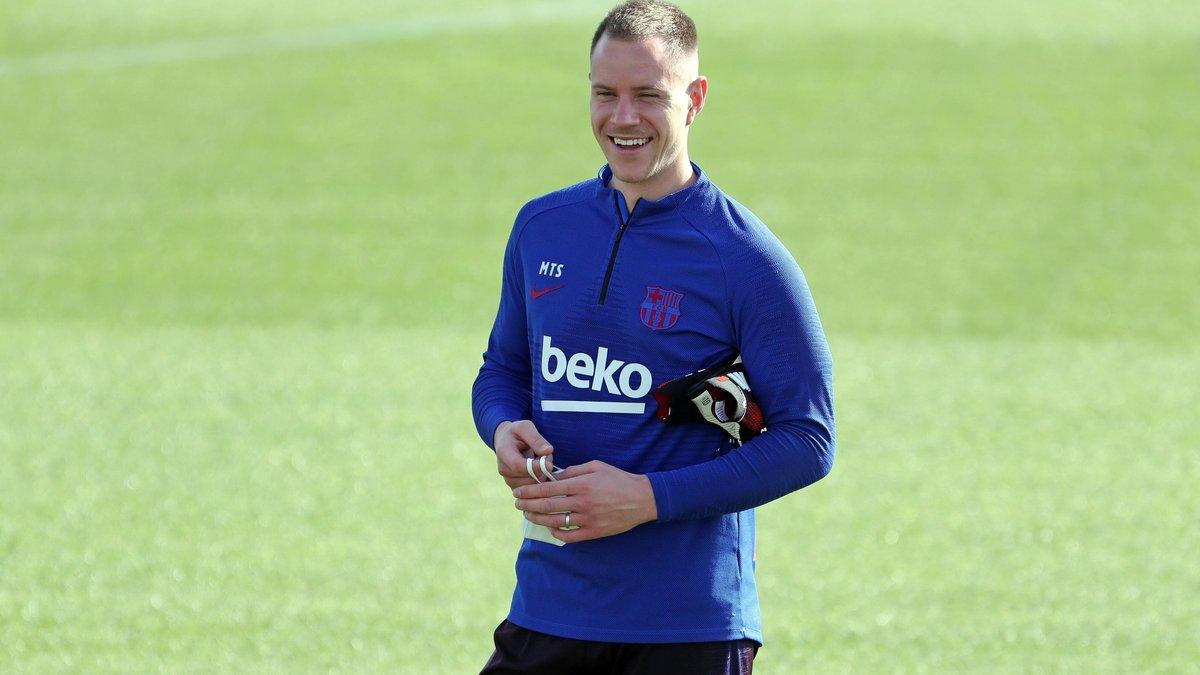 Челси надеется на сумасшедший обмен вратарями с Барселоной