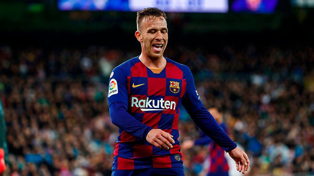 Артур самовольно покинул расположение Барселоны – руководство угрожает санкциями