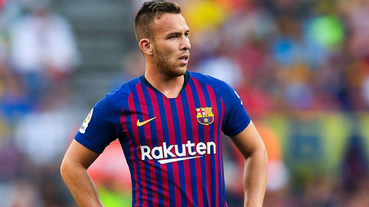 Барселона звинуватила Артура у змові з Ювентусом – гравець хоче розірвати контракт, конфлікт триває