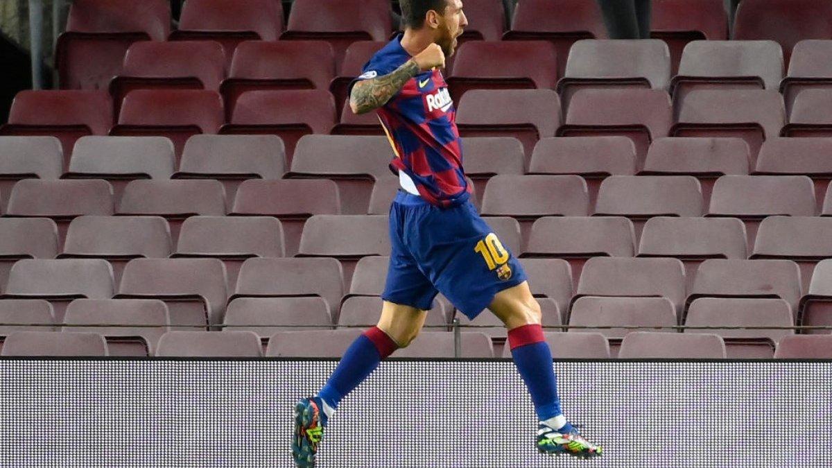 Курйозний шедевр Мессі та ще два суперечливих голи каталонців у відеоогляді матчу Барселона – Наполі – 3:1
