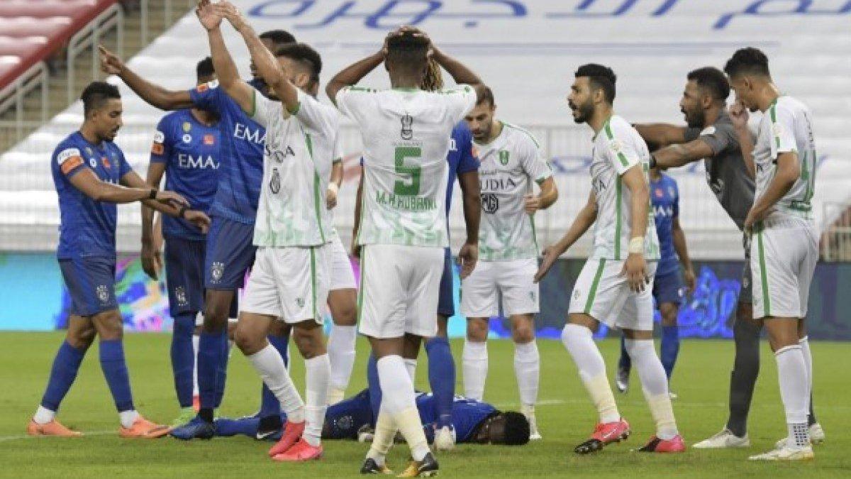 Экс-форвард сборной Франции Гомис потерял сознание посреди матча – нападающий умудрился доиграть поединок