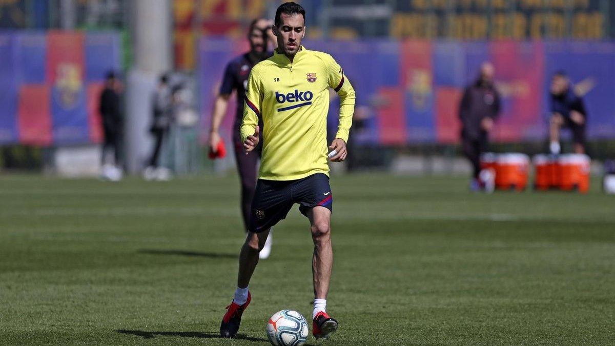 Бускетс і ще 2 гравці Барселони самостійно відновили тренування