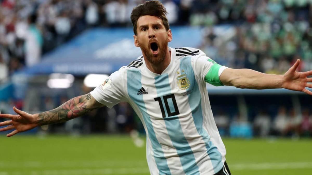 Президент Аргентины призвал Месси завершить карьеру на родине