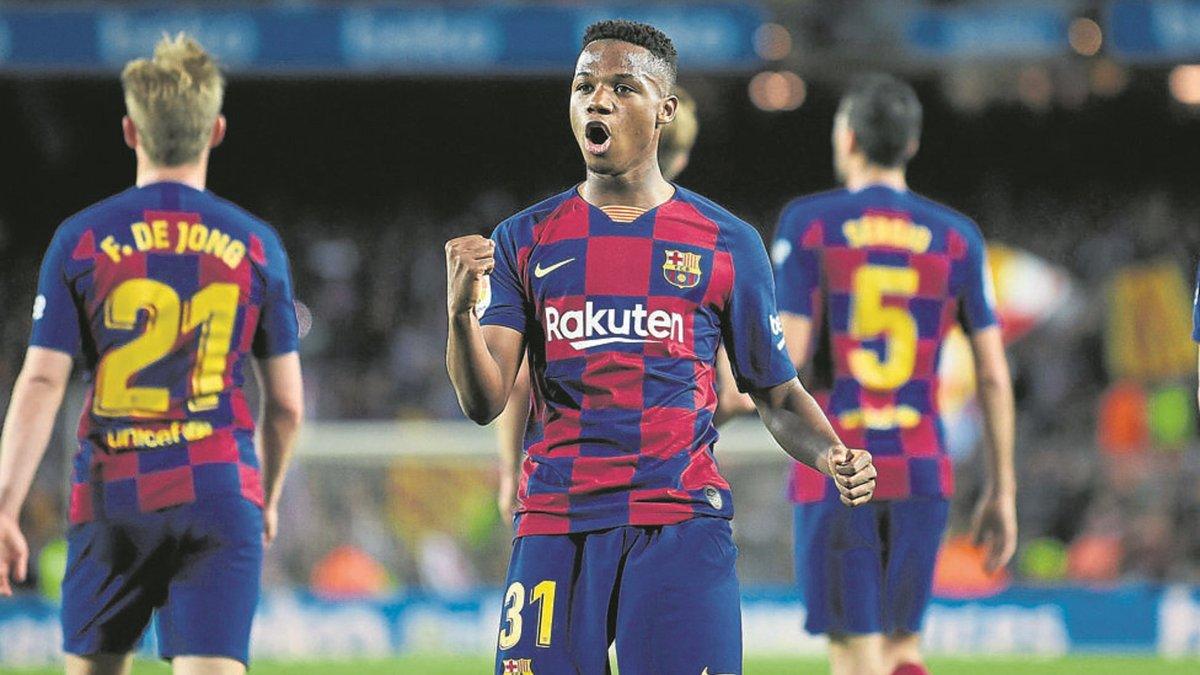 """Барселона проганяє Суареса заради Мессі, а нічний кошмар України вже """"качає"""" права – на Камп Ноу воюють за гроші"""