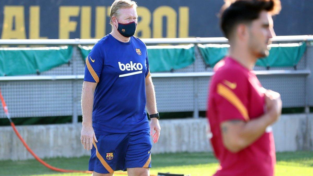 Куман вказав на двері двом зіркам Барселони